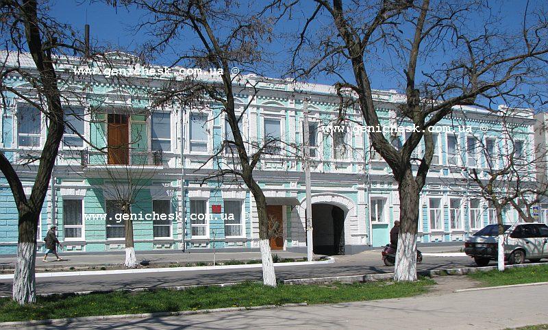 Медучилище в Геническе на месте дореволюционного Азово-Донского коммерческого банка